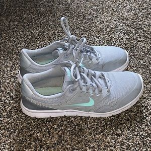 Lightly Work Nike Woman's Flex Sneakers